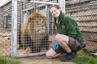 West Midland Safari Park's Carnivore Keeper, Kate Atkinson, has won a national award for being top student on an internationally recognised zookeeping course.
