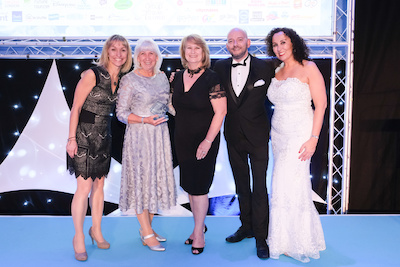 Michaela Strachan presents Sue Day and Zoe Smith from West Midlands Safari Park with an award at the Group Travel Awards.  L-R: Michaela Starchan, Sue Day, Zoe Smith, Luke Reilly (from View from the Shard) and Sarah Jeffery (GTO).